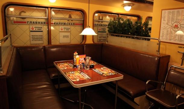 Интерьер пивного бара Метро в виде вагона метрополитена
