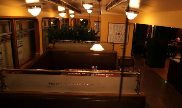 Интерьер пивного бара в виде вагона метрополитена