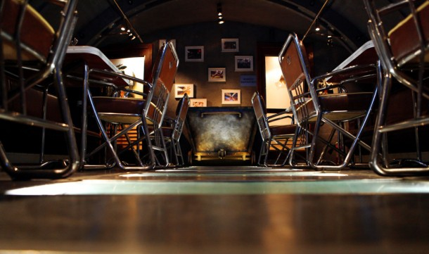 Интерьер пивного бара Метро в виде тоннеля