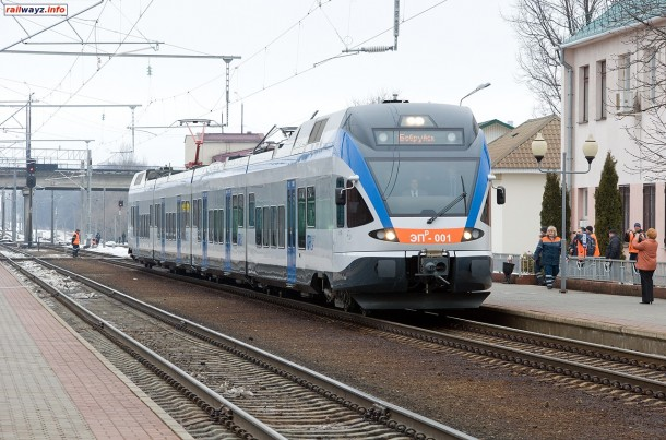 Электропоезд ЭПр-001 прибывает на станцию Бобруйск