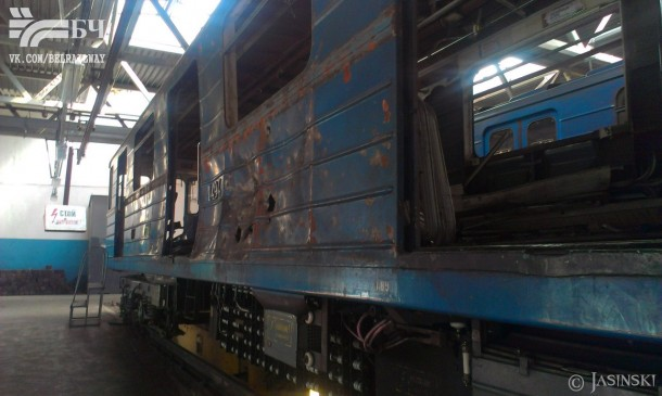 повреждённый вагон метрополитена