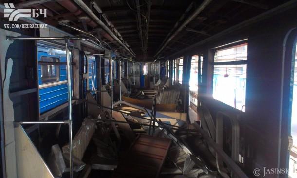 салон вагона метро