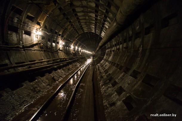 грязный тоннель метро