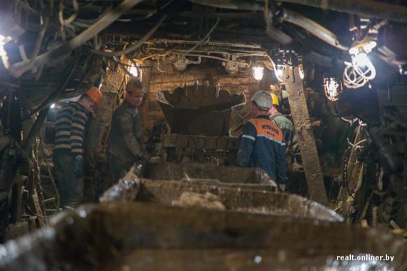Выемка грунта при строительстве метро