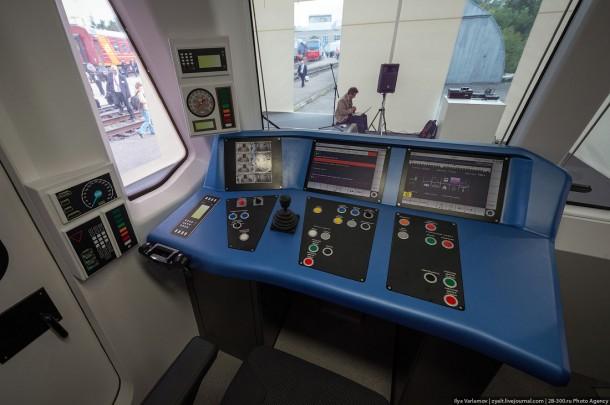 Пульт управления вагона метро