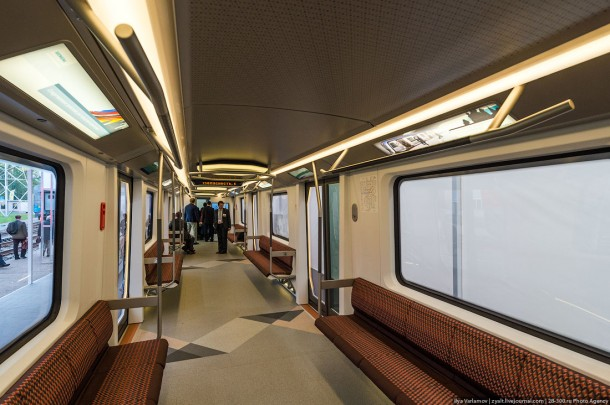 Салон вагона метро Siemens