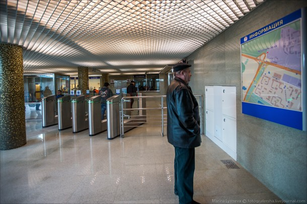 Турникеты на станции Лесопарковая