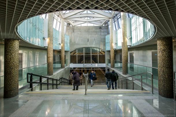 Вестибюль станции Лесопарковая