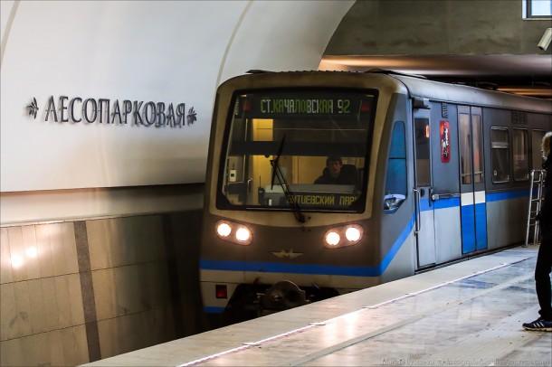 метросостав Русич на станции Лесопарковая