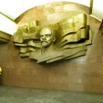Скульптура Ленина на станции метро Театральная в Киеве