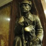Собака станция метро Площадь Революции