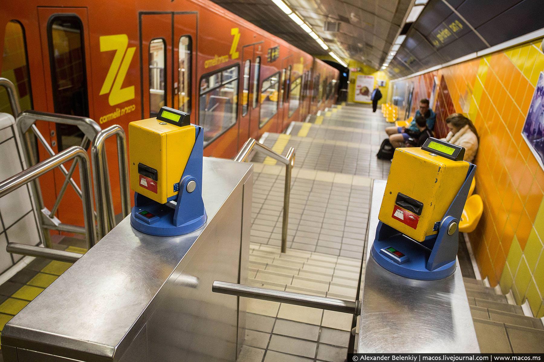 турникеты в метро Хайфы