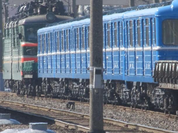 ВЛ80с везет состав метрополитена в Минск