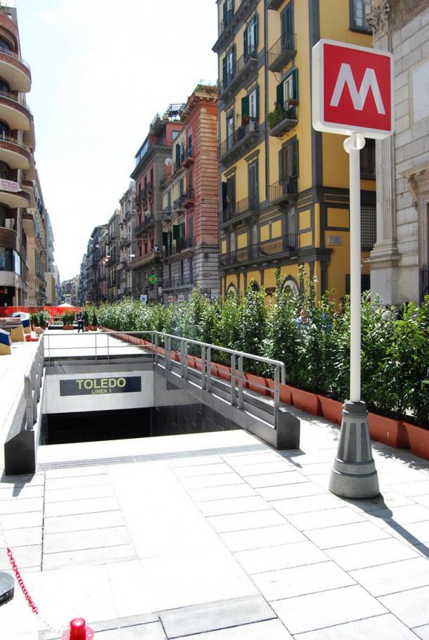 Вход на станцию Неаполитанского метрополитена