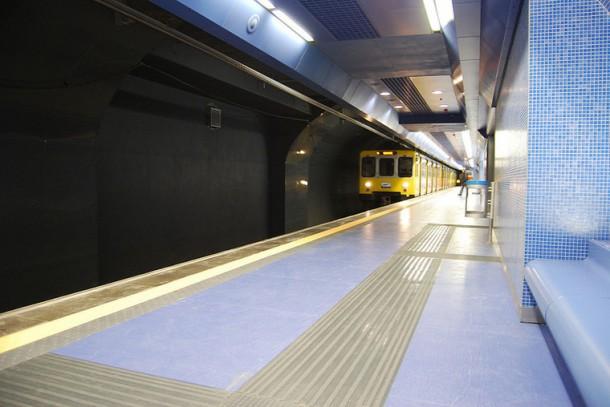 платформа станции метро Толедо