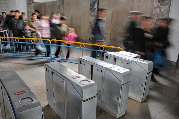турникеты в пхеньянском метро
