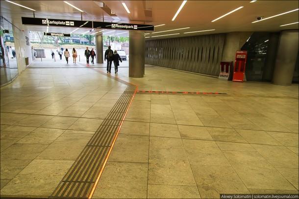 тактильная разметка в метро Вены
