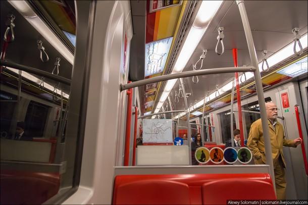 салон поезда метро Вены