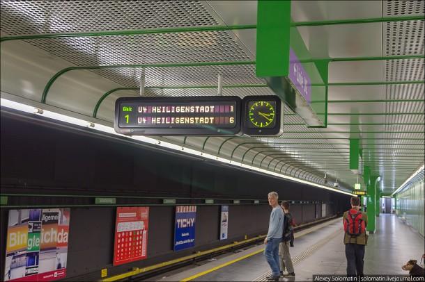 Информационное табло на станции