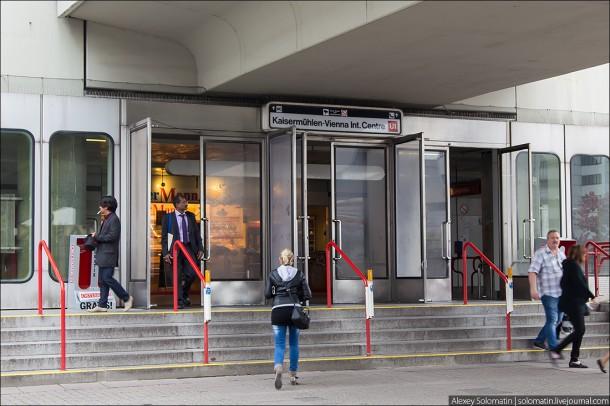 Вход на одну из станций Венского метрополитена