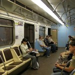 В вагоне Московского метрополитена