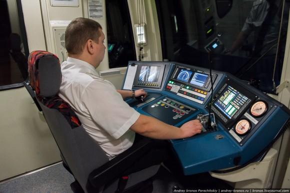 Состав на базе 81-760 со сквозными проходами между вагонов